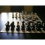 Kép 2/3 - Elefántcsont színű súlyozott műanyag sakk figurakészlet